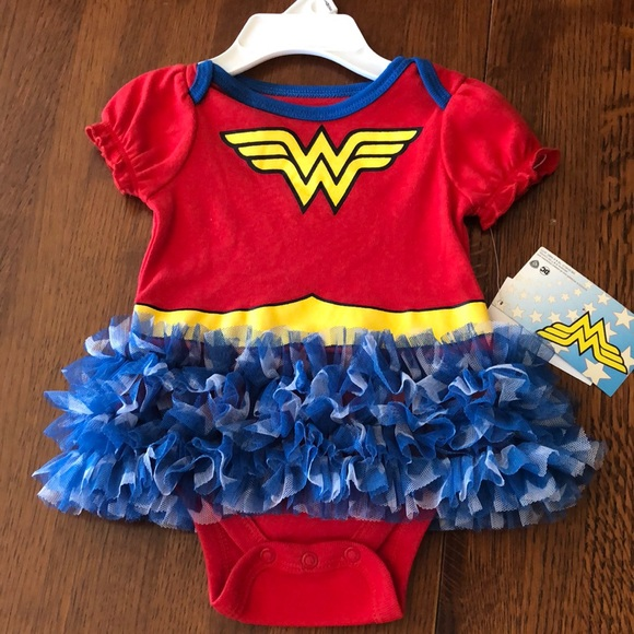 NEW Baby Girl I am a Supergirl Bib WITH CAPE Socks DC Comics Superman Girl Power